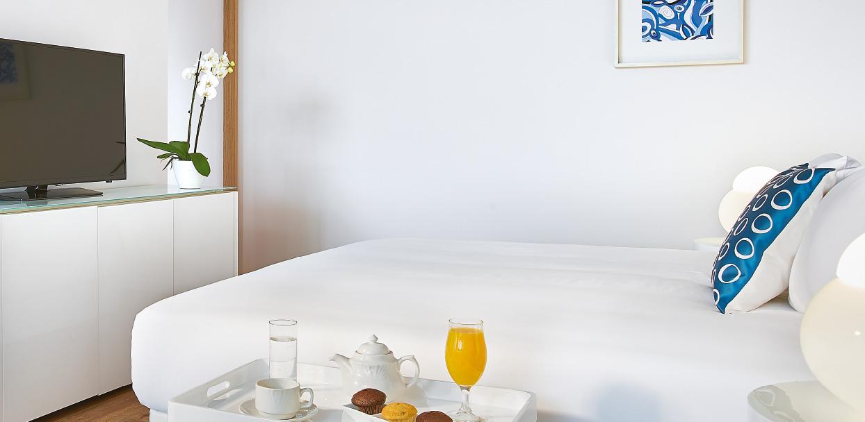 meli-palace-all-inclusive-hotel-deluxe-guestroom-crete-island