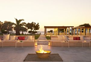 4-meli-palace-outdoor-beachfront-lounges